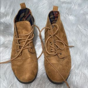 Forever 21 Tan suede Chukka boots size 5.5